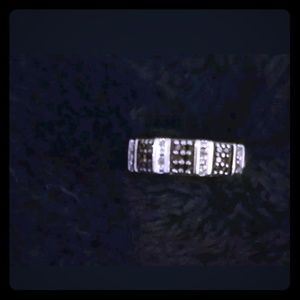 Jewelry - Vintage sterling silver black and white ring